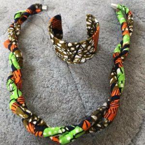Collier torsadé en wax, acheter des boucles d'oreilles en wax, bijoux pour femme en wax, acheter des colliers en wax, bijoux africain, création africaine, artisanat africain, acheter tissu africain, des colliers africains en wax, des bijoux fait avec du wax, bracelet femme en wax, collier au motif wax, boucle d'oreille fait avec du wax