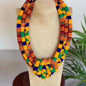 Bijoux avec du wax, acheter des boucles d'oreilles en wax, bijoux pour femme en wax, acheter des colliers en wax, bijoux africain, création africaine, artisanat africain, acheter tissu africain, des colliers africains en wax, des bijoux fait avec du wax, bracelet femme en wax, collier au motif wax, boucle d'oreille fait avec du wax