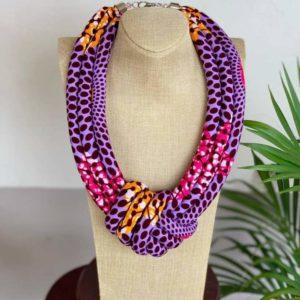 Accessoires de mode en wax, acheter des boucles d'oreilles en wax, bijoux pour femme en wax, acheter des colliers en wax, bijoux africain, création africaine, artisanat africain, acheter tissu africain, des colliers africains en wax, des bijoux fait avec du wax, bracelet femme en wax, collier au motif wax, boucle d'oreille fait avec du wax