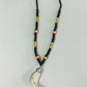 Collier de femme en perle africaine