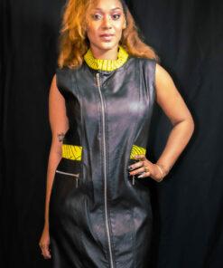 Robe courte simili cuir noir customisée wax, robe simili cuir, robe courte noire