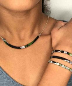 Collier avec la partie centrale en tissu wax et chaîne en argent